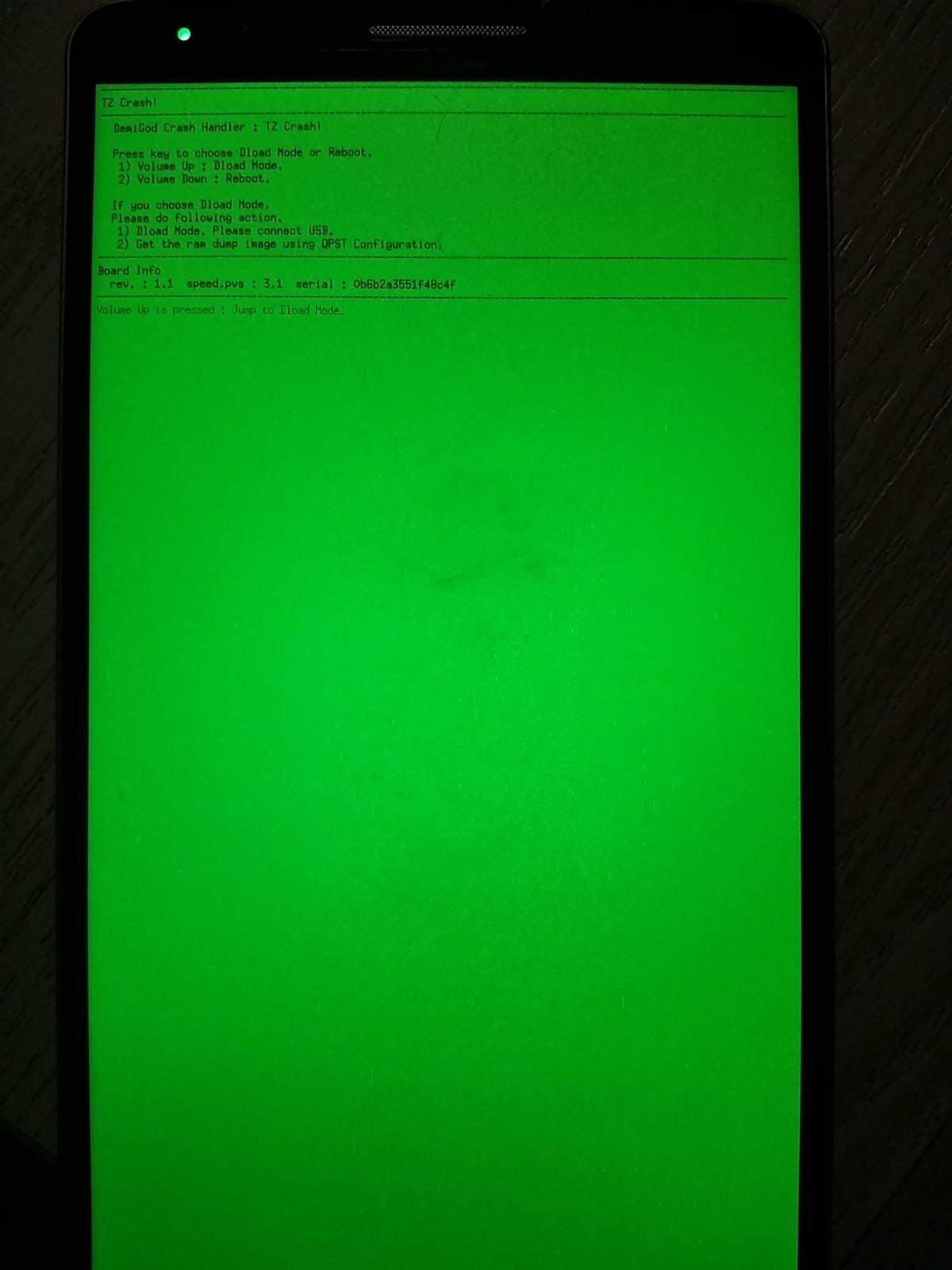 LG G3手机无故突然绿屏(如图1),按任何键无果,取电池重新开机还是进入