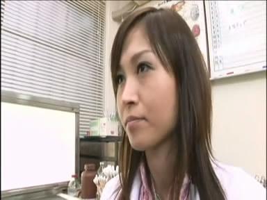 吉川萌资料_这个扮演医生的日本艺人是谁?_百度知道