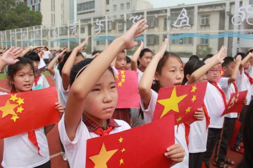 小学生向国旗敬礼怎么画图片