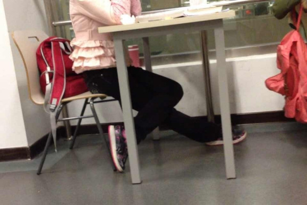 女人用腿夹男人头_夹腿是什么意思?_百度知道