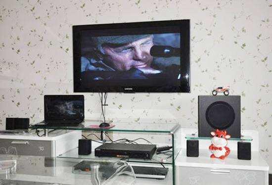 如何用一根电视机光纤线连接两个电视机?