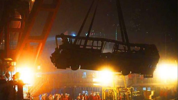 重慶公交車墜江:呼吁給公交車和大巴司機做心理體檢