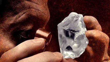"""堪称教科书式的营销""""骗局"""",钻石真的那么值钱吗?"""