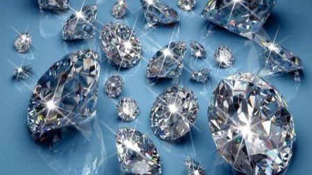 钻石比铁锤更硬,为什么相撞却是钻石碎?