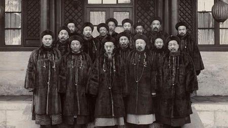 制度性腐败的清朝官员工资俸禄有多少?的头图