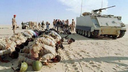 老布什海湾战争最惨烈一幕,十万伊军瞬间被美军歼灭!