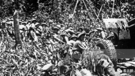 靠人力把大炮硬拽上崎岖山峰!越南打赢奠边府之役的最关键准备