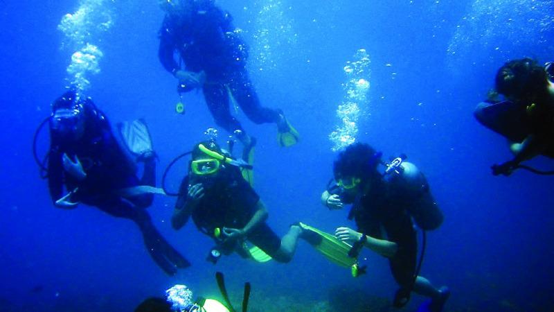 人类何时能游到最深海底?的头图