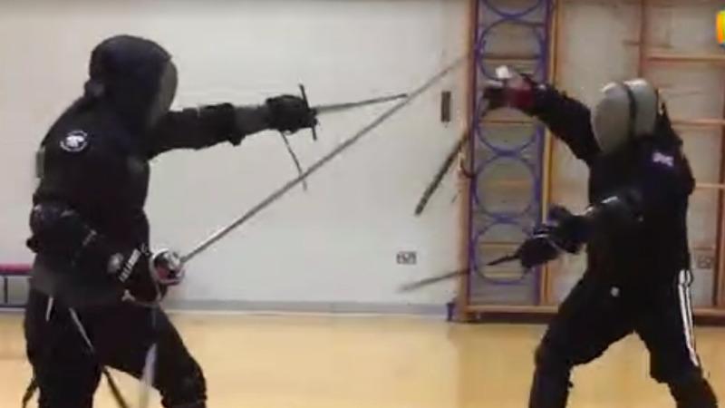 实例演示古欧洲决斗时,匕首搭配刺剑是如何使用的