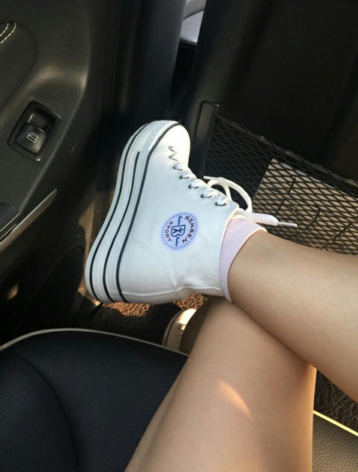 最爱大骚脚_为什么女生喜欢把脚这样放着?