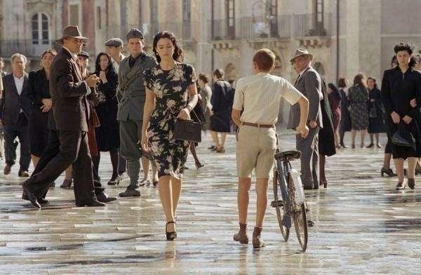 电影墨索里尼的末日_这是什么电影,很多人想给一个女人点烟_百度知道