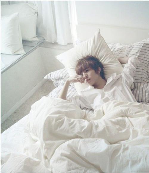 赵丽颖全部照片_求一张郭敬明照片,最小说里的一张他躺在床上的_百度知道