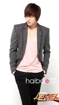 请问韩剧城市猎人男主角这款衣服哪个品牌呢