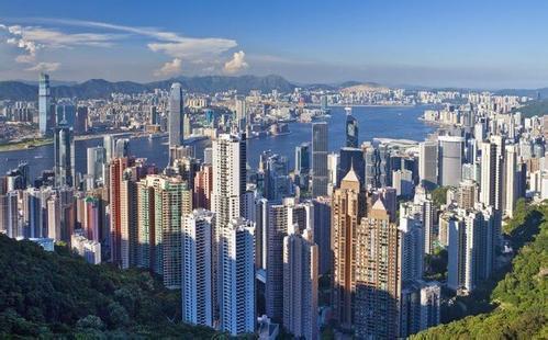我老公有瑞典和香港双重国籍,我们在香港注册