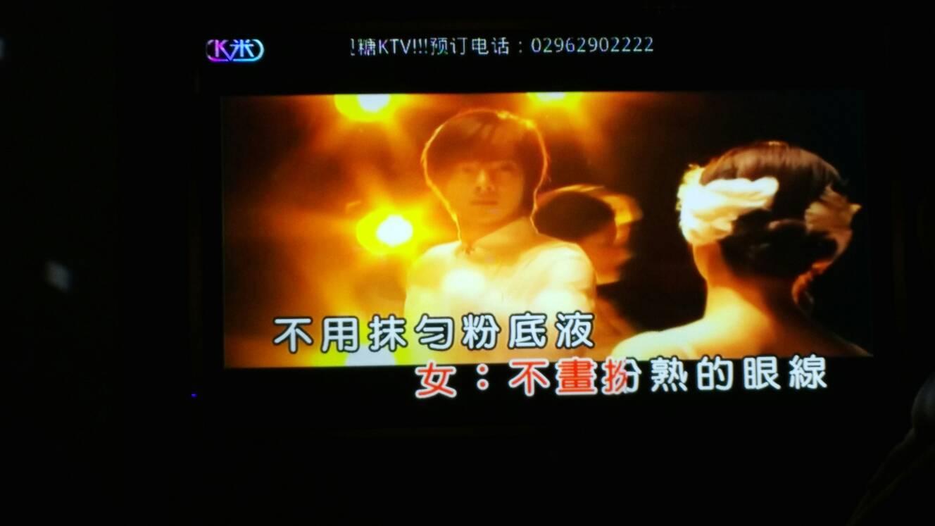 视频ktv吻丝袜_这个是什么电视剧!刚去ktv唱歌(素颜)mv视频中的片段