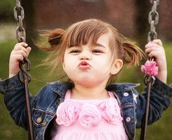 撅嘴小女孩可爱头像_求一张金发小女孩撅嘴有配文的图_百度知道