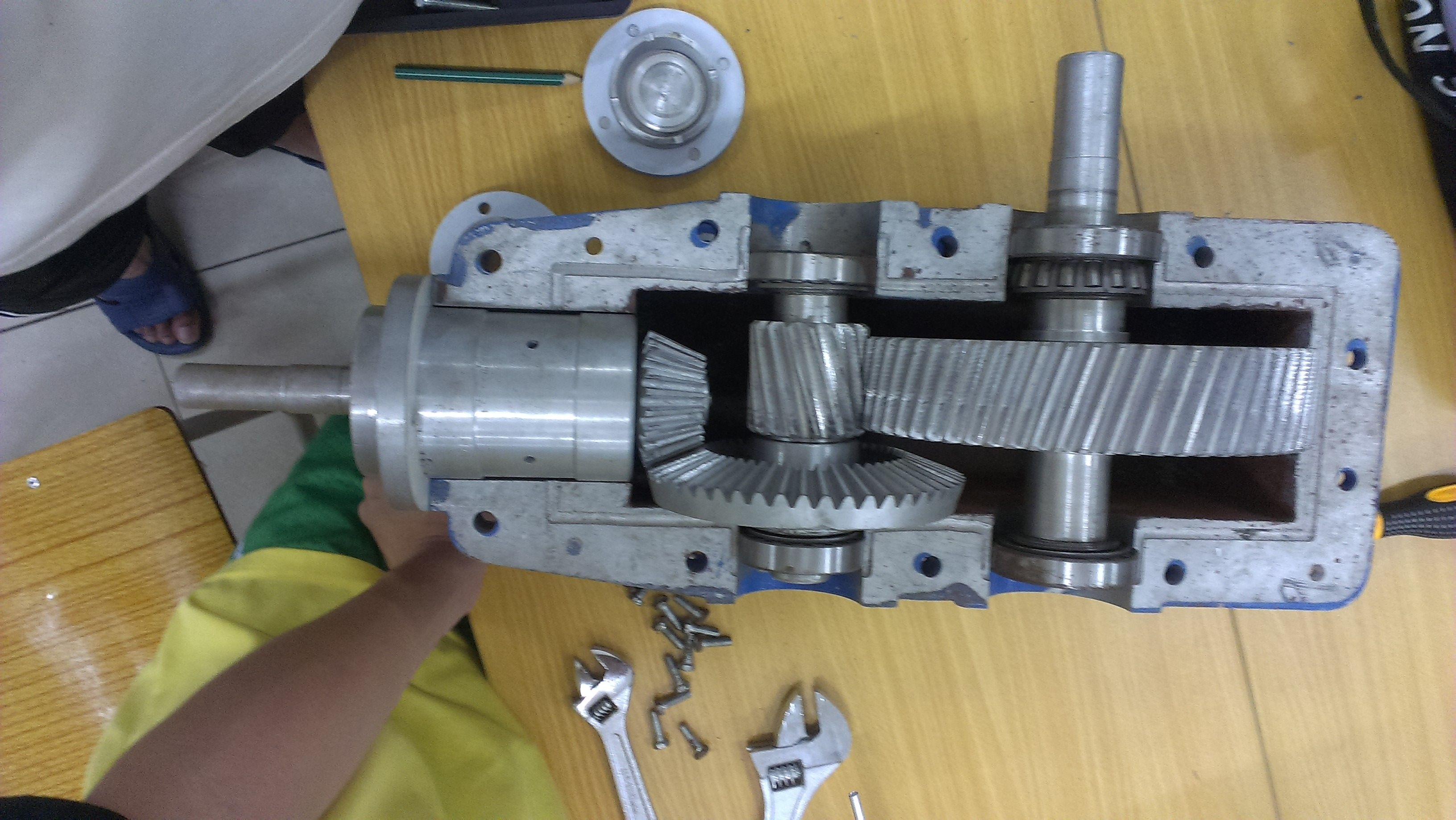 主减速齿轮零件图_二级圆锥圆柱齿轮减速器装配图_百度知道