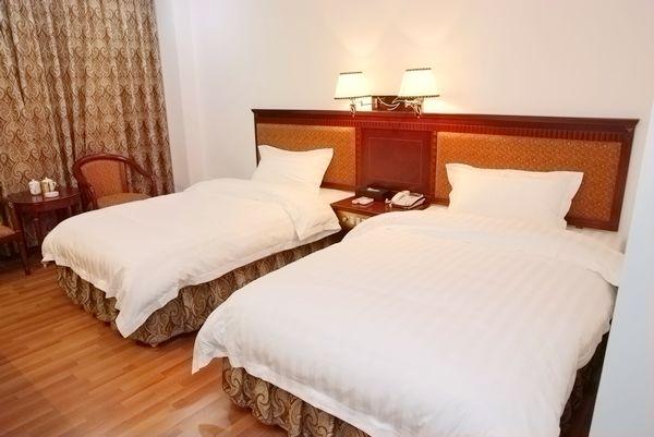 男女开房图片_酒店开房的时候,两张单人床和一张双人床的价格一样吗_百度知道