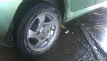 洗车后汽车后轮抱死_汽车后轮抱死怎么办?_百度知道