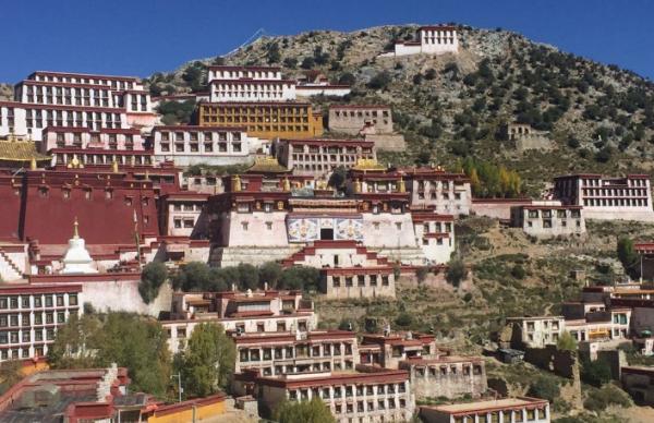 西藏的三大寺指的是哪三个?