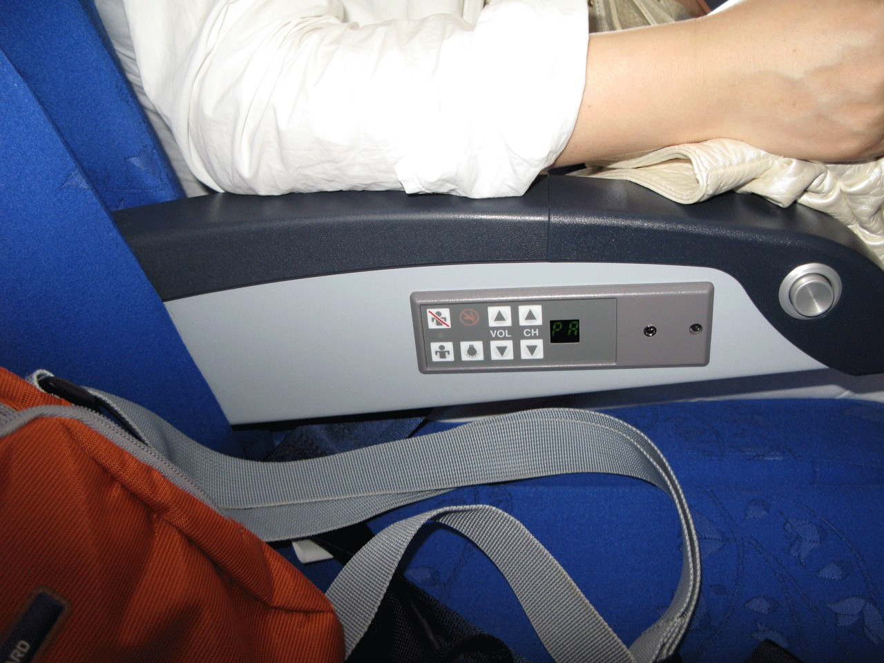 飞机座位08_飞机座位上的服务铃怎么用?_百度知道