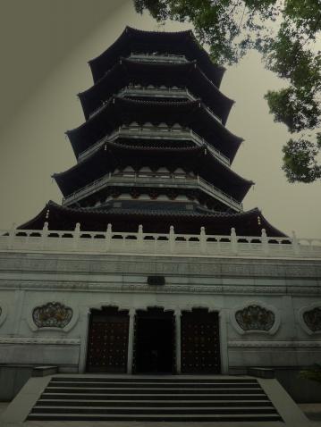 雷峰塔遗址的民间故事图片