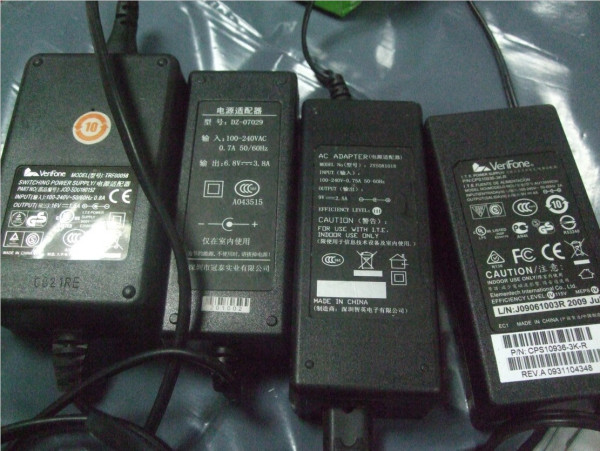 12V9V的电源适配器通用吗