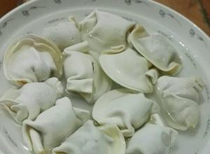 用微波炉蒸水饺_超市买的那种冻水饺可以用微波炉做熟么 怎么做_百度知道