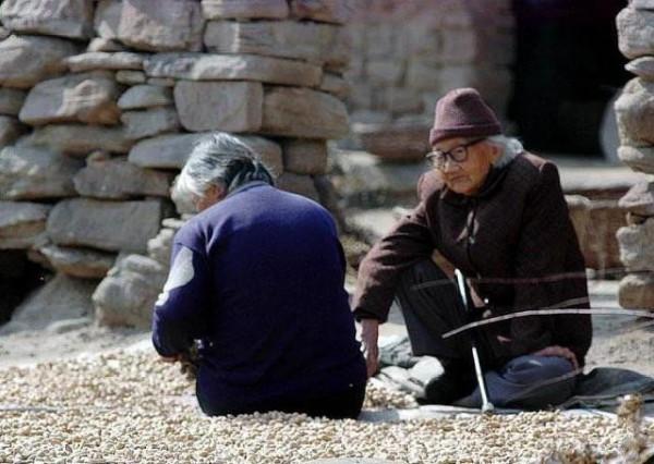 """农村老人说""""宁可男大七,不可女大一""""是什么意思?"""