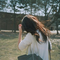 求视频美女qq_求意境的女生qq头像,不要露出真人的脸那种。或者打把伞遮住的 ...