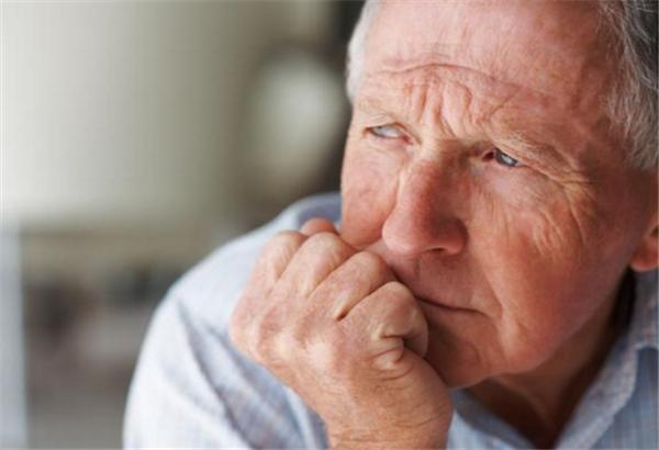 """46岁男子不痛不痒查出肺癌,手指出现哪种""""异常""""一定及时检查?"""