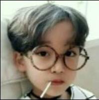qq头像小孩戴眼镜_求一个戴黑框眼镜的男生的QQ头像_百度知道