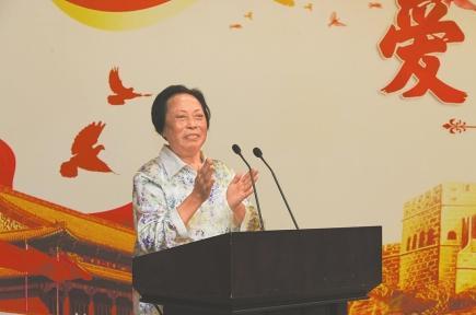 """女企业家为何出资千万设""""强军奉献奖"""" ?"""