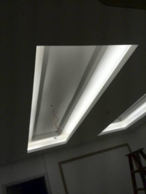 我客厅吊顶三个灯槽 大灯装中间一个 尺寸长3米 宽 62公分 深27公分