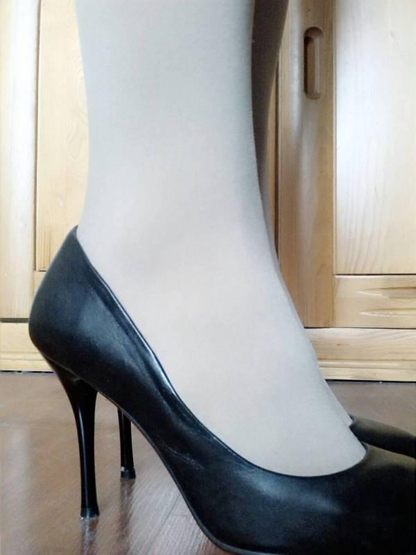 谁穿过10厘米以上的细跟的高跟鞋,它的脚掌底部和鞋跟是不是在一