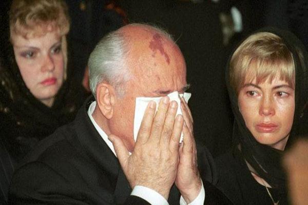戈尔巴乔夫为何放着好好的总统不当,而要去做个贫民呢?