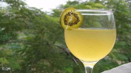猕猴桃酒的酿制方法和步骤