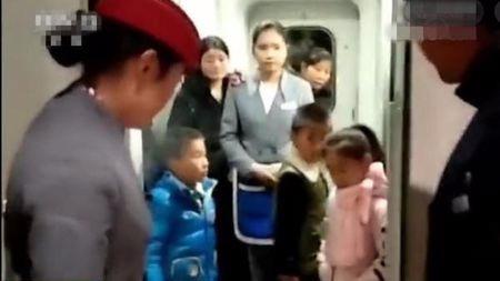 心够大的:爹下火车,忘带娃!原谅我不厚道的笑了