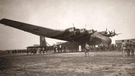 这么多飞机怎么就烂在了地上?高清二战战机照片集锦