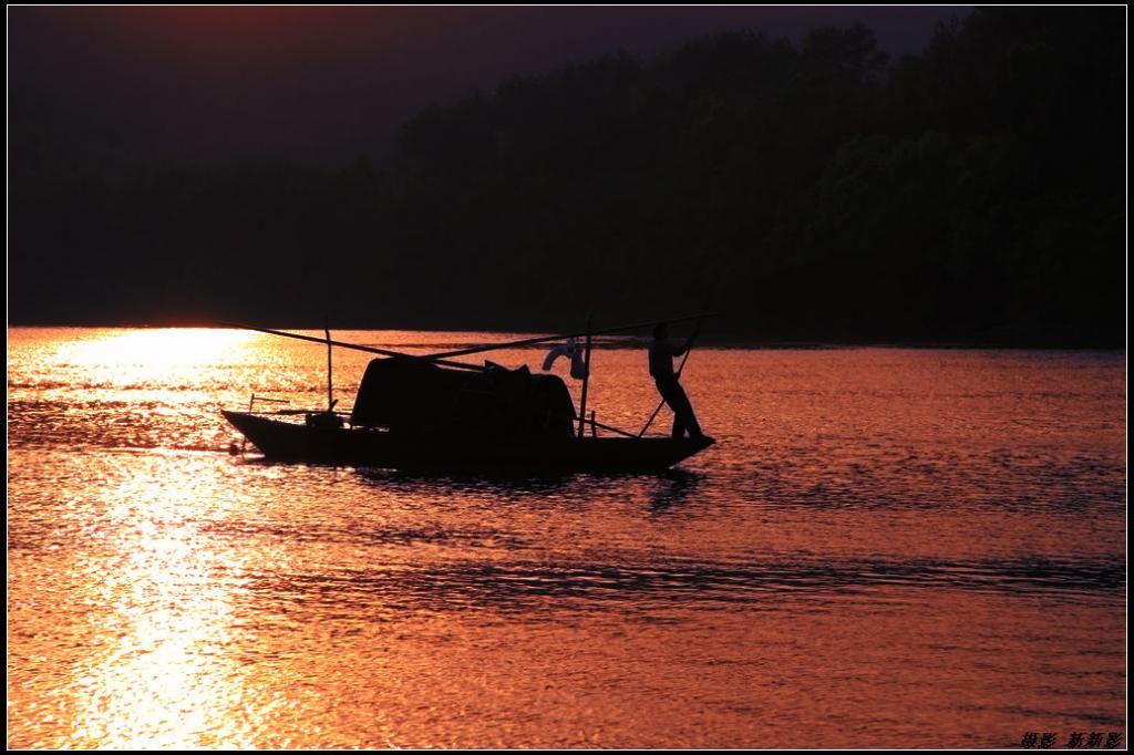 描写日落景象的诗句