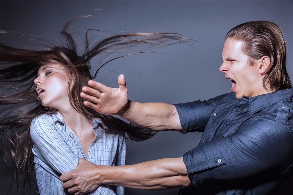 「夫妻打架」的圖片搜尋結果