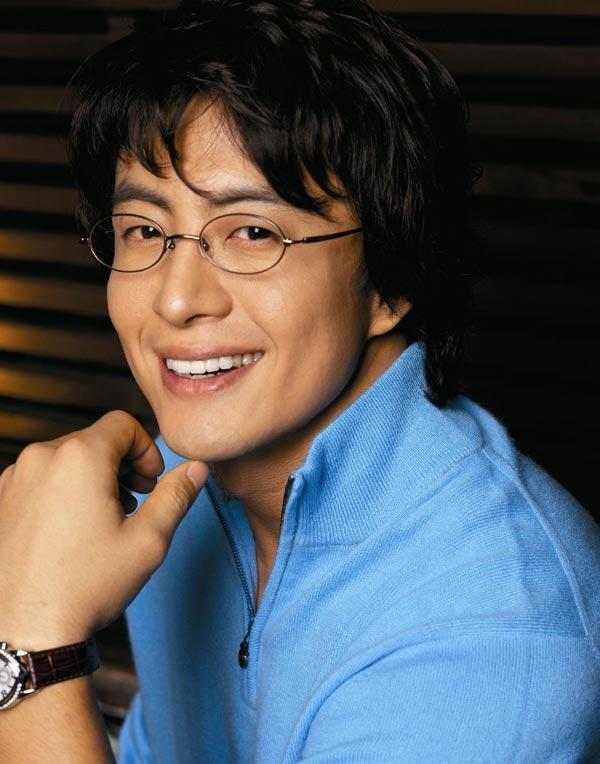 裴勇俊眼镜_椭圆型的眼镜适合男的戴吗?_百度知道