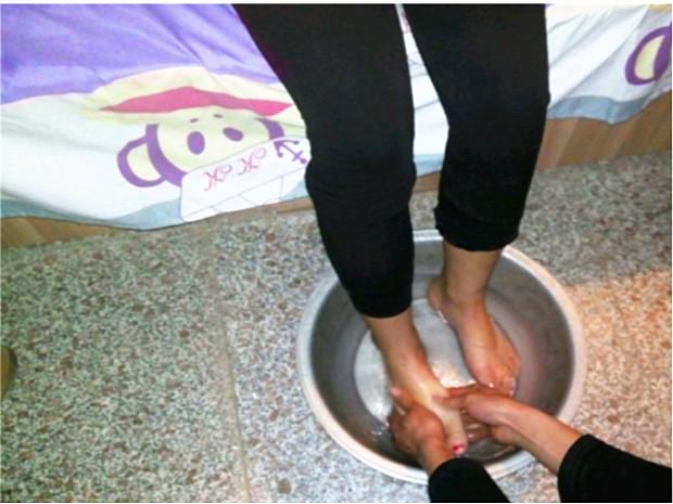 一年级洗脚看图写话