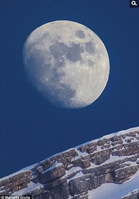 关于中秋月亮的��b_关于摘抄:可以摘录描写或和中秋月亮的相关词语,精彩优美段落,诗句.