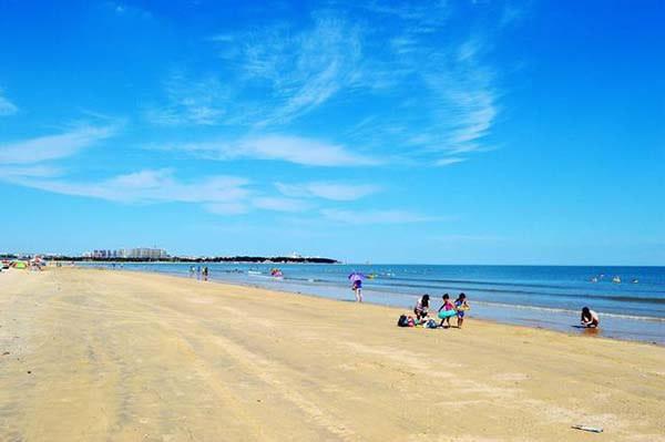 青岛市黄岛区_烟台 第一海水浴场好玩,还是金沙滩好玩?_百度知道