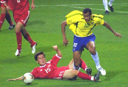 2002韩日世界杯排名_2002日韩世界杯,中国对巴西的比分到底是0比8还是0比4?_百度知道