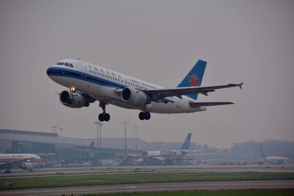 飞机起飞降落视频_求飞机起飞的高清视频或者图片,要求背面起飞的(民航客机 ...
