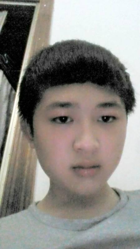 14岁男生头发自然卷剪什么发型好看图片