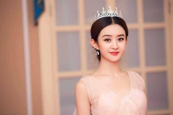 赵丽颖、鞠婧祎出道照片曝光,千年一见的美女为何比不上赵丽颖?