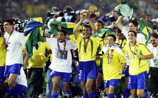 巴西世界杯主力阵容_2002年世界杯巴西队的23人大名单和主力阵容??_百度知道